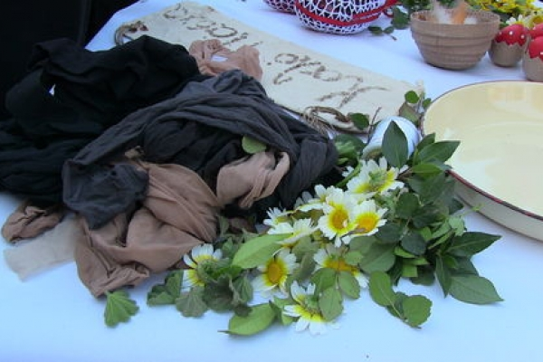 Βαφή αυγών με παραδοσιακό τρόπο στη Βικελαία