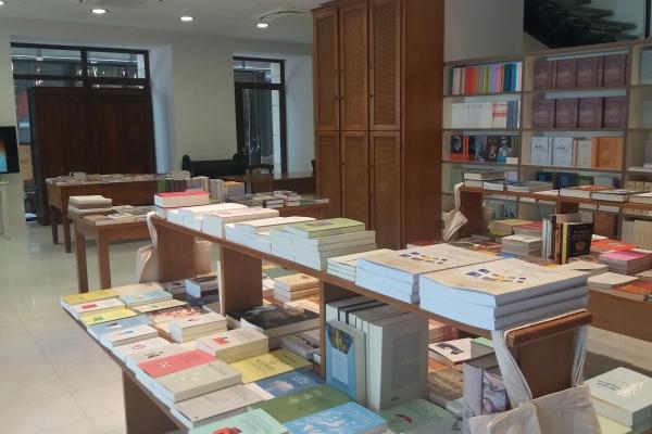 bookstore3C7FE0C4B-5EBB-96AF-6AE0-6421E1D42AE5.jpg